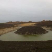 40 arų tvenkinys su salele - vaizdus atlikus juodžemio paskleidimo darbus